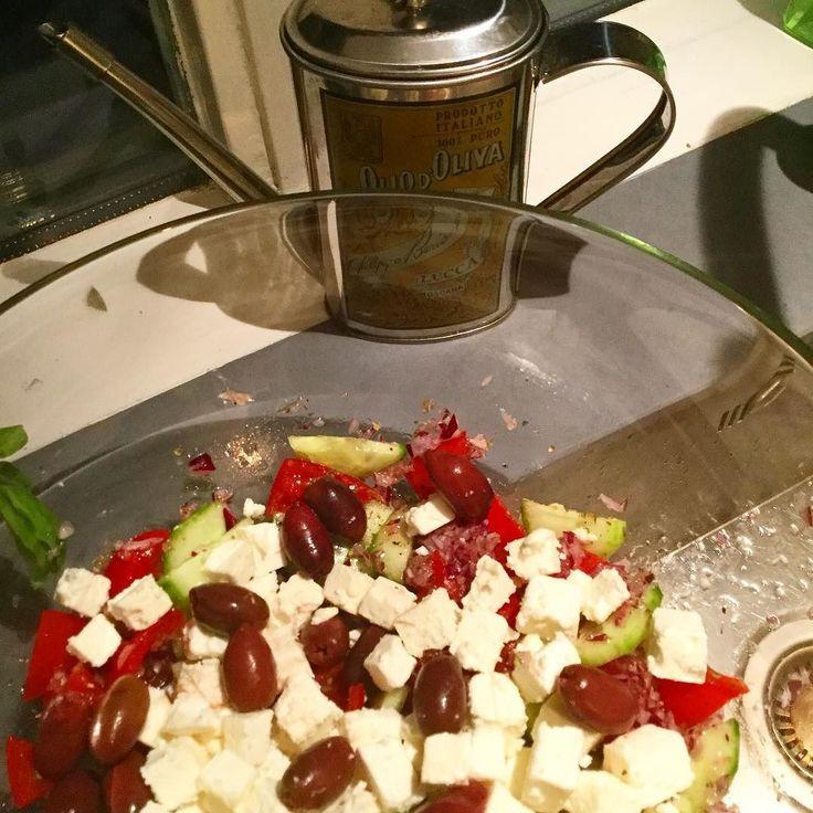 Simpel. Basic. Daarom is de Zuid Europese keuken tof. #greeksalad #turkishbread #tzatziki