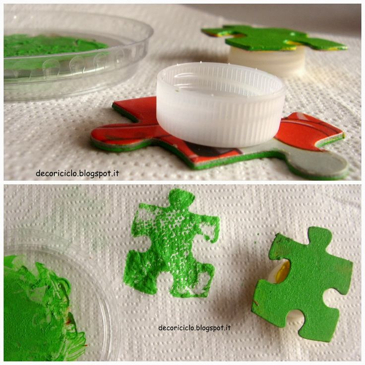 stampini fatti con pezzi di puzzle e tappi di plastica