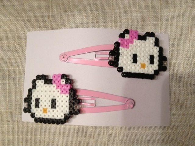 """Hello Kitty (from <a href=""""http://hama.piojillo.es/picture.php?/245/tags/7-animales"""">Las cosas de Hama de Ana y Santi</a>)"""