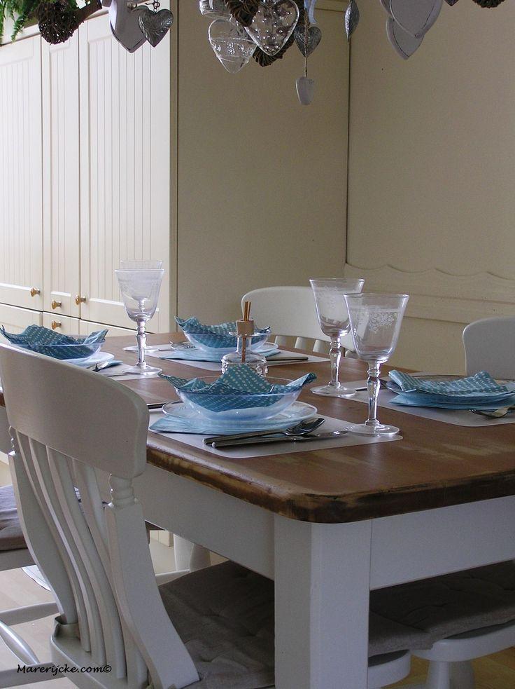 geloogde grenen tafel een facelift gegeven.