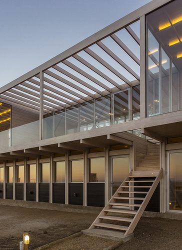 Nicolas loi arquitectos asociados casa tunquen vista exterior terraza descubierta madera fachada