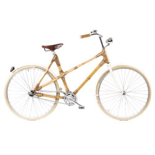 Orginal bambussykkel i byen. Her er hver sykkel unik og handlaget. Bambus er et sterkt materiale som til og med brukes i stillaser når de bygger store hus i Asia. Sykkelpikene klarte å kapre en av disse syklene, og er spent på hva du synes. Her har du mye gøy på sykkel!  Detaljene er vakre: her er Brooks sete, lakkerte skjermer som matcher sykkelen og gode handtak. Sykkelen veier som andre sykler; 14 kg, og har 2 gir i tillegg til den klassiske fotbremsen. Det er egentlig bare å ...