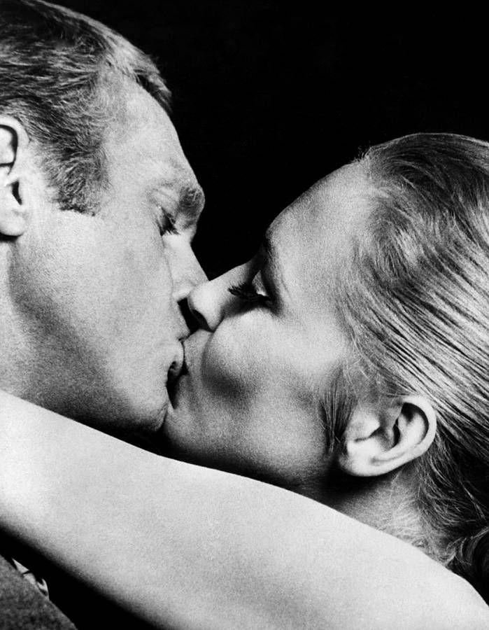 """Steve McQueen et Faye Dunaway dans """"l'affaire Thomas Crown""""."""