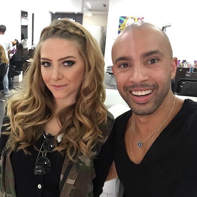 Eu e o meu querido Cesar, do @studiodmiami , que sempre arrasa nas produções!!  Nesse sábado tive um casamento fui lá, pois sei que vou sair me sentindo uma princesa!! Ele que fez meu cabelo e make!  Loved it!!