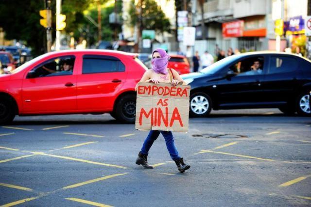 http://zh.clicrbs.com.br/rs/noticias/noticia/2014/05/participacao-da-banda-putinhas-aborteiras-na-tve-vira-debate-4500497.html