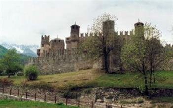 Vakantie Italie in Aosta is een waar paradijs voor wandelliefhebbers. De regio ligt in het uiterste noordwesten van Italië. Val d'Aosta is de kleinste regio in Italie. #Aosta