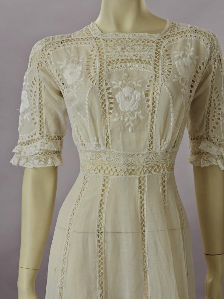 pretty edwardian dress. . . wish we still dressed like this.