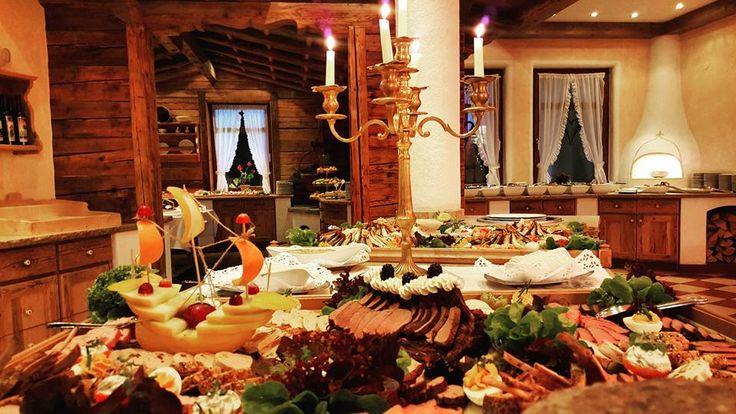 Schmankerlbuffet bei uns im Sporthotelellmau in Tirol #schmankerl #knödel #schnitzel im #sporthotelellmau