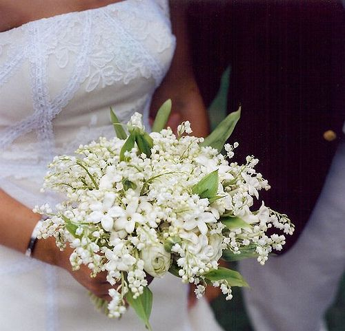 With just that little bit of orange blossoms this bouquet will smell like heaven