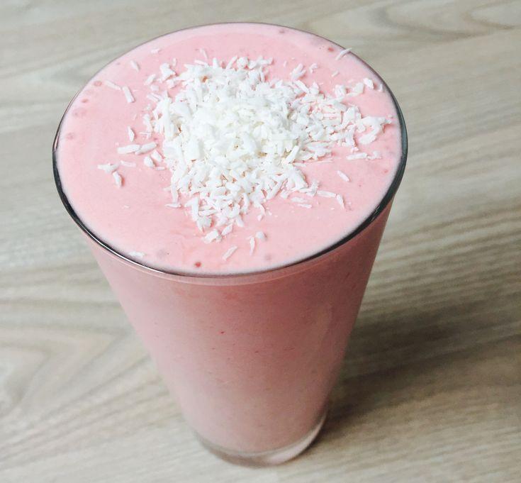Ønsker du en smakfull milkshake som er proteinrik og mettende? Da anbefaler jeg deg å prøve denne oppskriften. Denne er perfekt rett etter en hard …