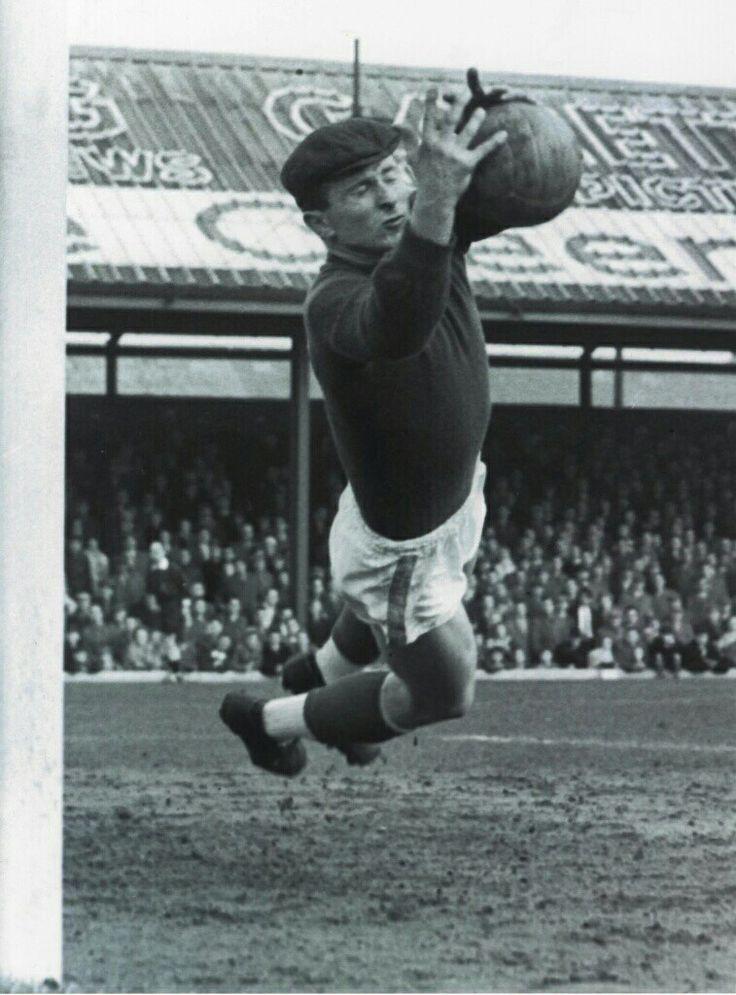 Harry Gregg of Man Utd in 1961.