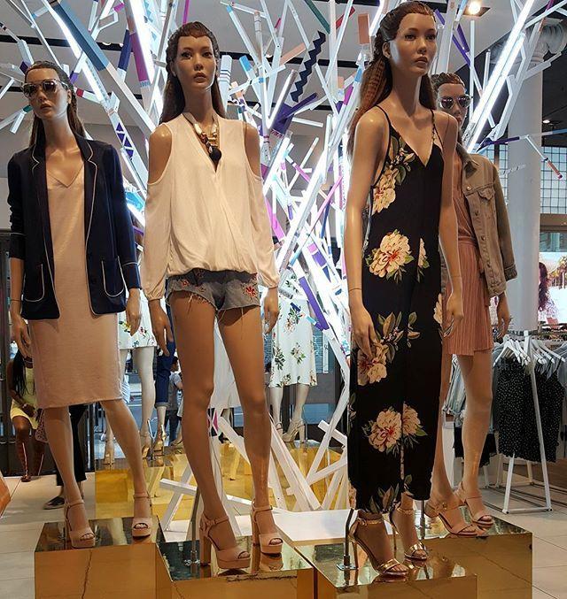Instagram media by fashiontodayny - Topshop Soho  #fashiontoday, #fashionwear, #windowwear, #windowfashion, #vitrinasdemoda, #vitrinasnewyork, #nyc