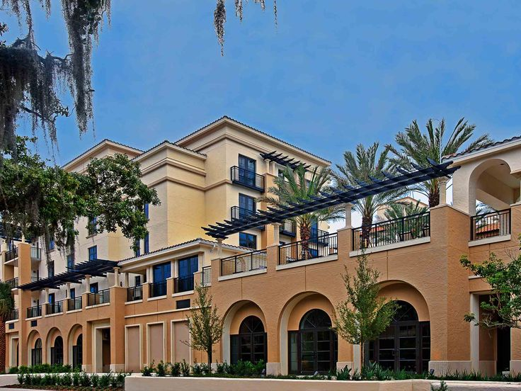 Residing at Vero Beach Hotel, recently named one of the best hotels in Florida by readers in Conde Nast Traveller, Cobalt Restaurant is the ideal place to spend your holiday, located just steps aways from the sand and the Atlantic Ocean.
