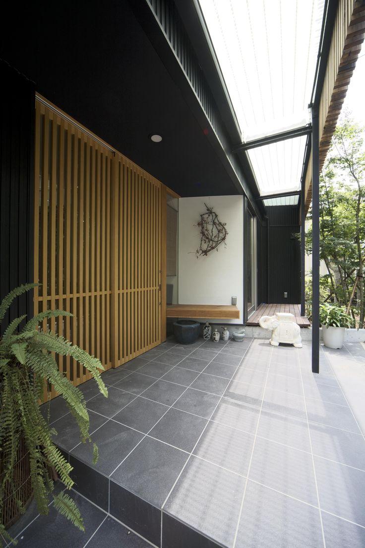 玄関は家の顔。訪ねてみたくなる玄関ポーチ7選|SUVACO(スバコ) 建築家:山本 邦史郎「都筑の家」