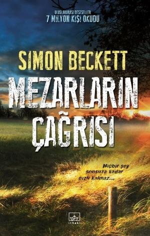 Mezarların Çağrısı - Simon Beckett    Her Canlı Ölümü Tadacaktır..    İlk bakışta önemsiz bir şeye benzetebilirdiniz, taş olabilirdi veya budaklı bir kök, ta ki daha yakından bakana kadar.    Islak topraktan kısmen dışarı çıkmış, çürüme sürecindeki bir eldi bu; parça parça etleri arasından kemikleri görünüyordu  http://www.ilknokta.com/kitap/166764/Simon-Beckett/Mezarlarin-Cagrisi.html