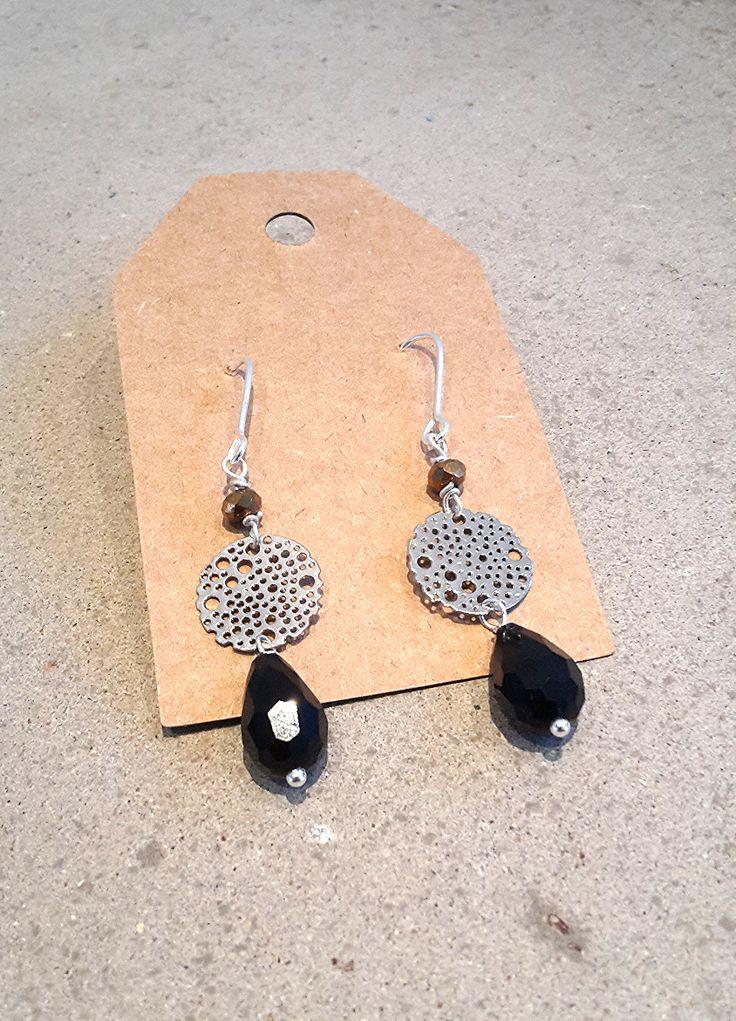 Zilveren oorbellen met zwart steentje