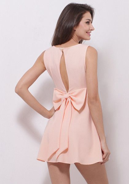 Going out on a weekend with a hottie? Don't fret because this baby pink dress has you covered. It has delicate detailing that make the piece chic and elegant, such as the keyhole at the back and the big pretty bow sewed at the waist.