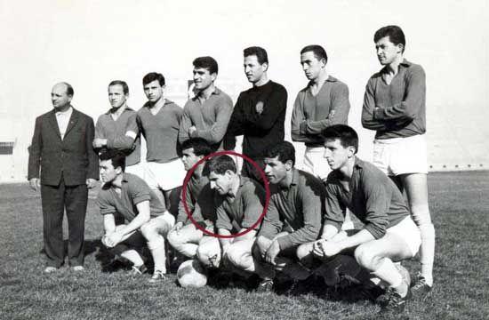 """O άνθρωπος που έφερε τα πάνω, κάτω στο Ελληνικό ποδόσφαιρο...  """"Ημερολόγιο Τρικκαίων"""", αρχές του 1965... Στην Ελλάδα διεξάγεται το """"επαγγελματικό"""" πρωτάθλημα 1964-65."""