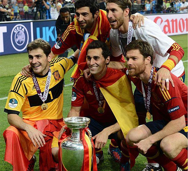 España campeona de la Euro 2012. Iker Casillas, Arbeloa, Xabi Alonso, Albiol y Sergio Ramos.