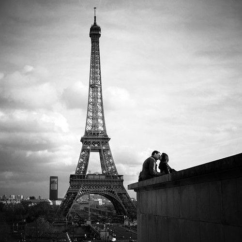 love: Bucketlist, Paris, A Kiss, Buckets Lists, Favorite Places, Eiffel Towers, Black White, Romantic Place, Travel