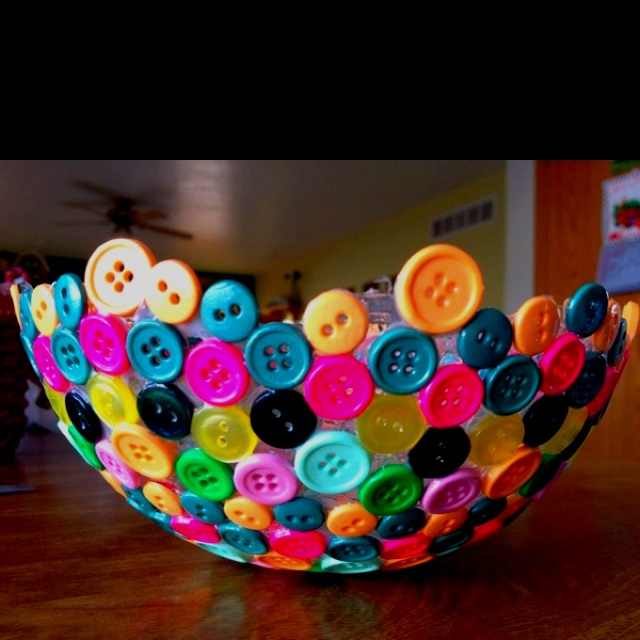 Button Bowl! Glue buttons to a balloon, let it dry, then POP
