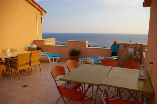 Dobrila Guesthouse Jelsa Located in a quiet place of Ivan Dolac, 100 metres from the nearest beach, Dobrila Guesthouse offers a free Wi-Fi access and a garden with free-to-use barbecue facilities. The town of Jelsa is 7 km away.