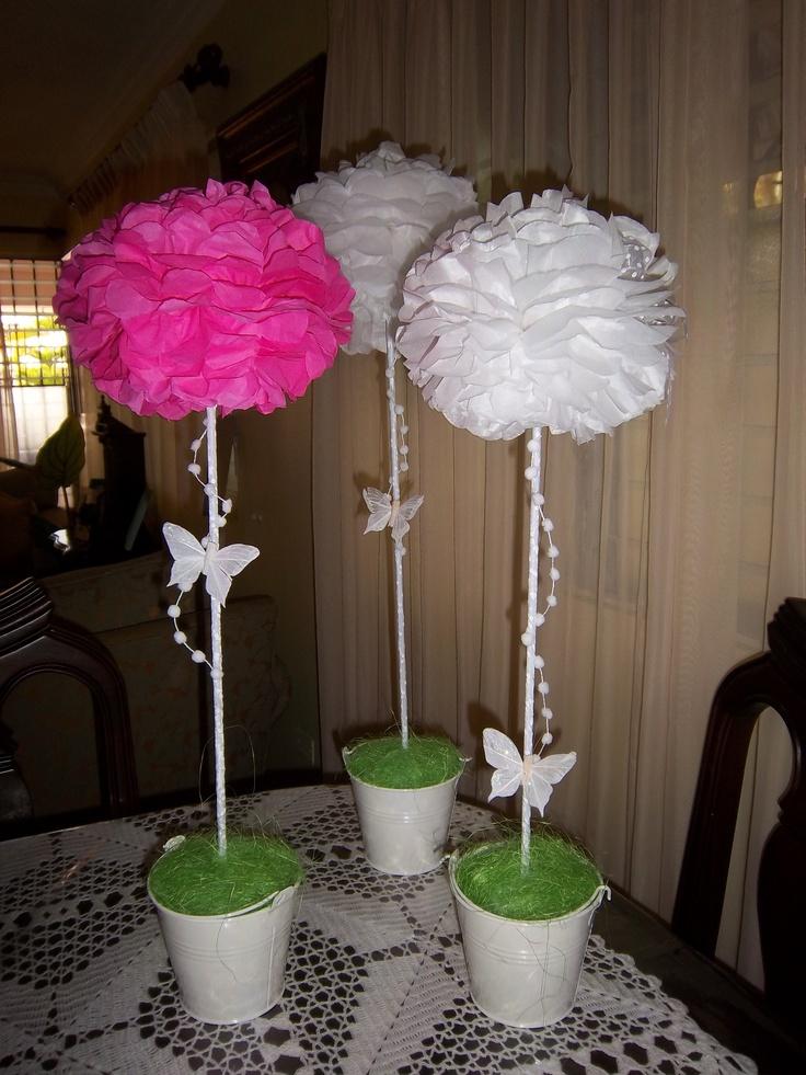 Centros de mesa hechos con papel tissue, cintas y mariposas RD$600.00 c/u