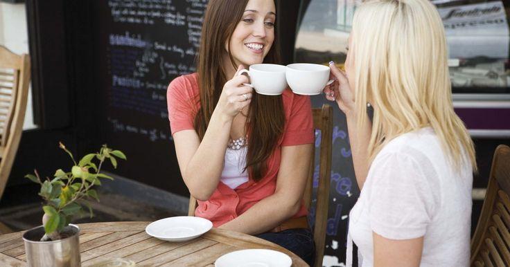 Instrucciones de la cafetera Keurig. Las cafeteras Keurig proporcionan a los usuarios la posibilidad de crear una taza fresca de café individual a través del uso de contenedores individuales sellados, conocidos como tazas K. Los negocios suelen colocar cafeteras Keurig en sus salas de descanso y pasillos para evitar los desperdicios, los tiempos de espera y los problemas de ...