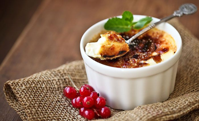 VEGAN BANANA COCONUT CREME BRULEE RECIPE This #vegan-friendly spin on a classic creme brûlée is the perfect ending to any meal | #Dessert #BlenderBabes