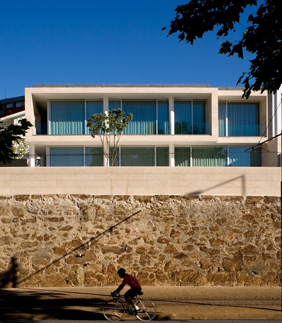 José Carlos Cruz . Pedro Alarcão   House in Foz . Oporto, Pt  http://www.ultimasreportagens.com/38.php  © Fernando Guerra, FG+SG Architectural Photography