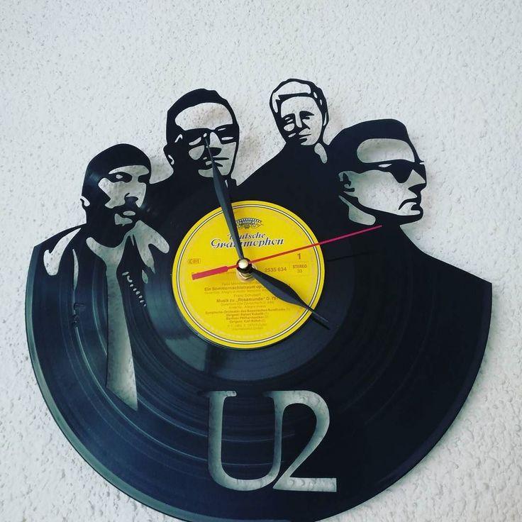 It's U2 o'clock.