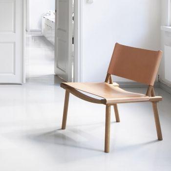 December-tuoli on Jasper Morrisonin ja Wataru Kumanon suunnittelema tuoli. Tuoli on mukava istua ja sen ulkonäkö on yksinkertaistetun skandinaavinen käyden niin moderniin kuin perinteiseenkin sisustukseen.