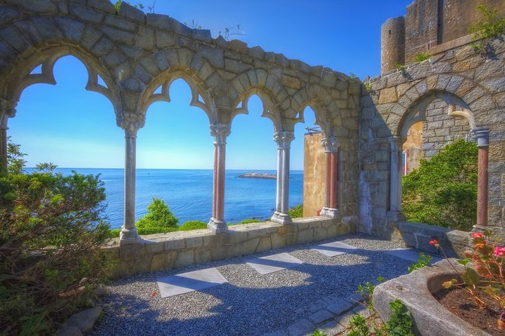 Hammond Castle, Gloucester, MA ~ A wedding by the water in a castle, what more could you want?!