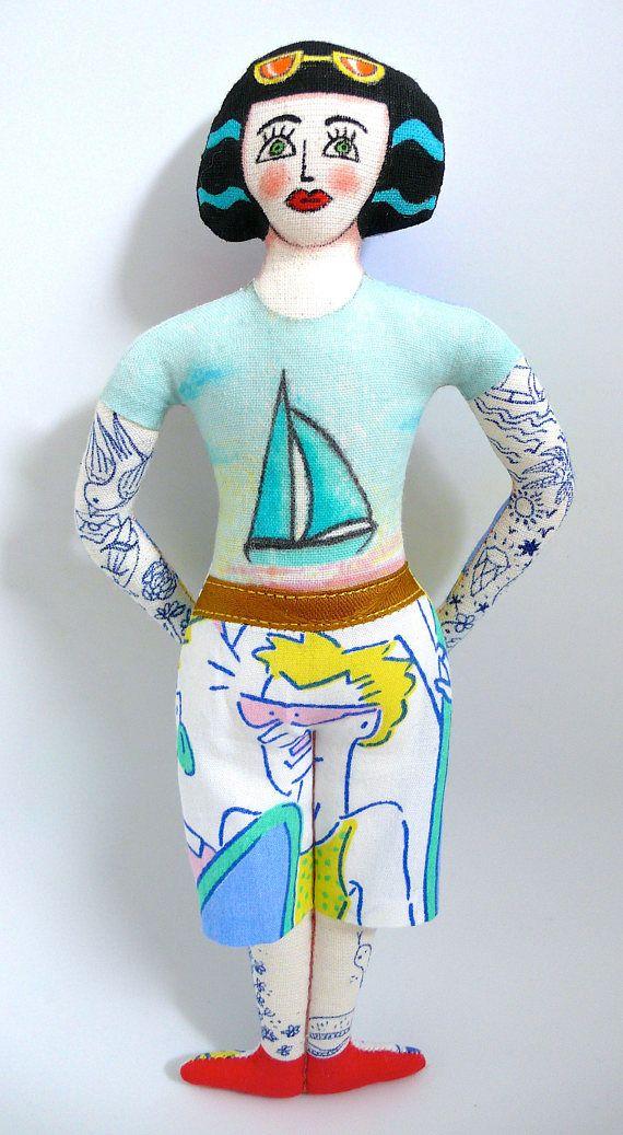 Poupée peinte : La surfeuse tatouée tattooed doll un radis