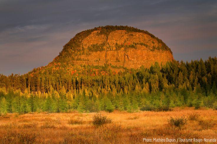 Mont Chaudron, Rouyn-Noranda / Québec/ CANADA = Reflet de Ayers Rock, AUSTRALIE
