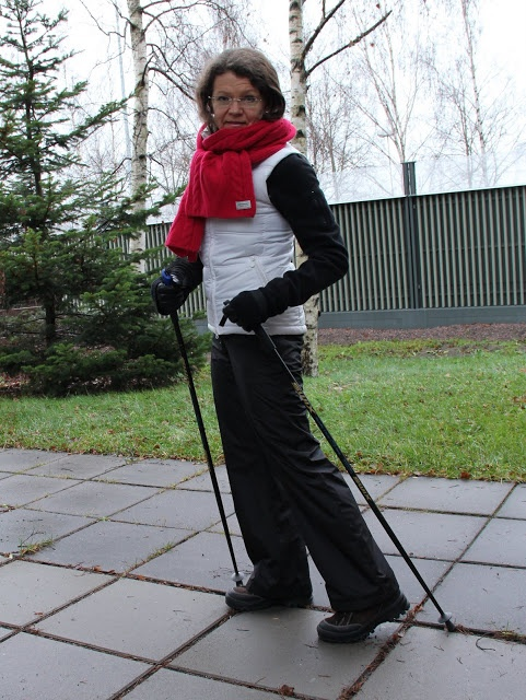 coing out nordic walking red scarf white vest