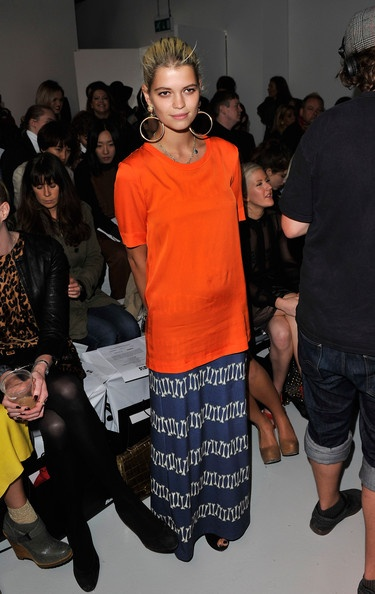 Pixie Geldof. the skirt, T-shirt, earrings.
