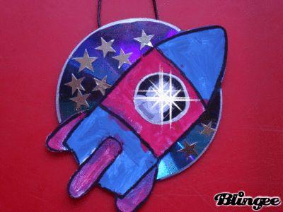 Een raket met een CD als heelal achtergrond  Espace - lesptitsbricoleurss jimdo page!