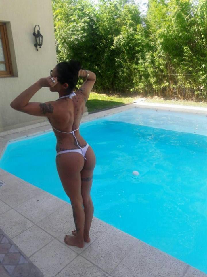 Girl body & buttocks | Hot Bikinis swimming in pools ...