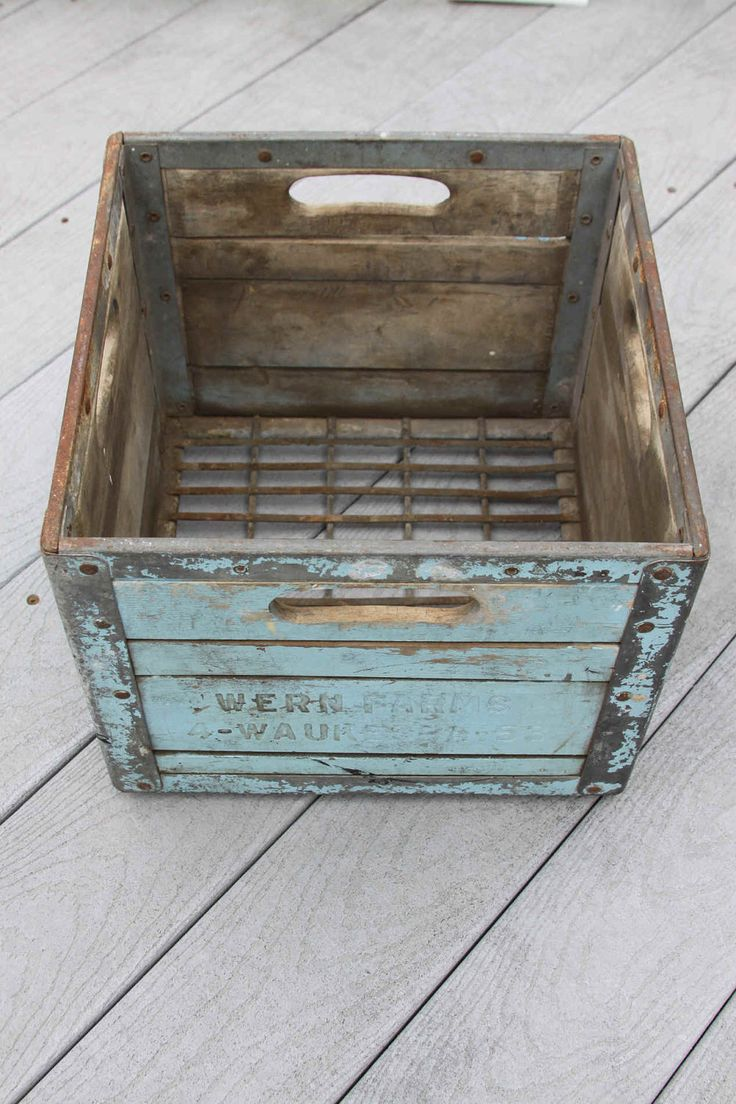 Best 25 vintage crates ideas on pinterest farmhouse for Vintage crates cheap