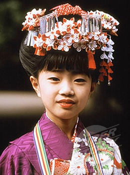 Japan, Seven year old girl in kimono at Shichi-Go-San (7-5-3) Festival (November) (4065-2453 / AI02931 © Asia Images)