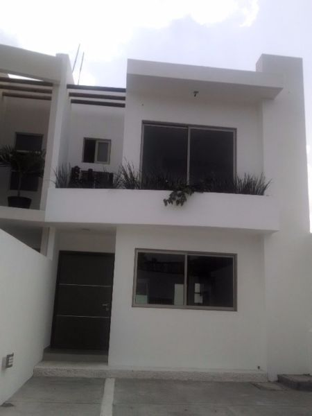 http://www.vivanuncios.com.mx/a-venta-inmuebles/boca-del-rio/casa-en-venta-boca-del-rio-3-recamaras-2-5-banos-1-750-000-oportunidad/1001065000750910004771909
