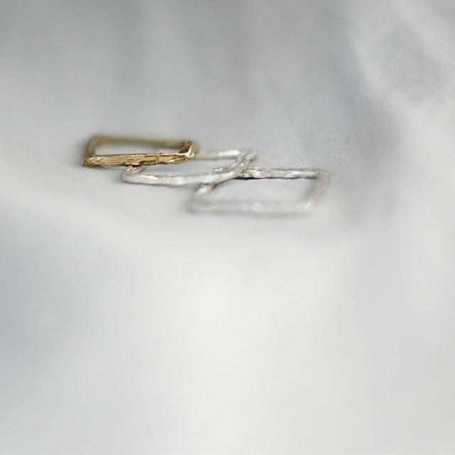 Kwadratowe z nowej kolekcji 💍 niebawem dostepne w sklepie internetowym.  😚💕💎 #new #silver #gold #brass #rings #ringselfie #work #madeforyou #mywork #jewelry #design #designer #polishart #modern #minimalism #brand #silver #silverjewelry #stone #goldjewelry #ruby #gemstonejewelry #mix # mixandmatch #possibilities #annasamkow #samkow #warsaw #poland