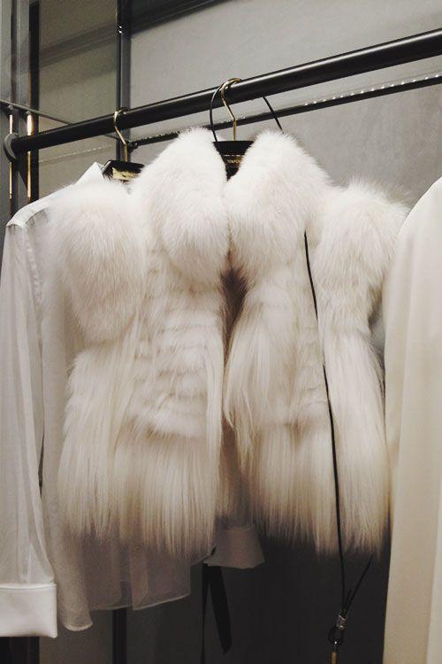 Зимний стиль: 12 образов с мехом Мех незаменим для модниц в большом городе. В подборке представлены роскошные образы. Приятного просмотра :)