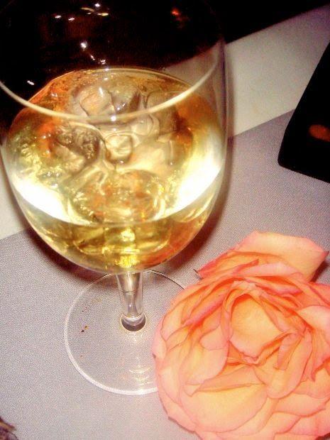 Cuisine maison, d'autrefois, comme grand-mère: Recette de vin de pêches aux feuilles, vin et eau de vie