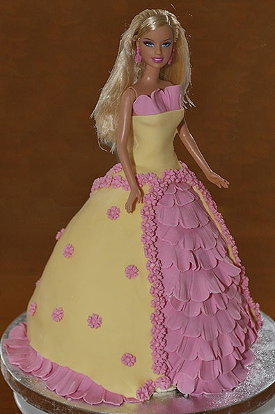 Decoration Of Doll Cake : 1000+ images about Barbie Doll Cakes on Pinterest Barbie ...