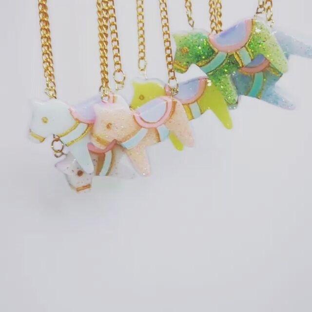 #cabochons #cabochon #decoden #resincharm #resin #pony #whimsical #cuteart #mowgen #パステル #miniatures #sweetlolita #kawaiidesu #unicorns #handpainted #スイーツデコ #oldtimes #sweetsdeco #resinart #kawaiiart #fairykei #resinart #ponies #necklace #kawaii #cute #lolita #handmadejewelry #resinpieces #樹脂