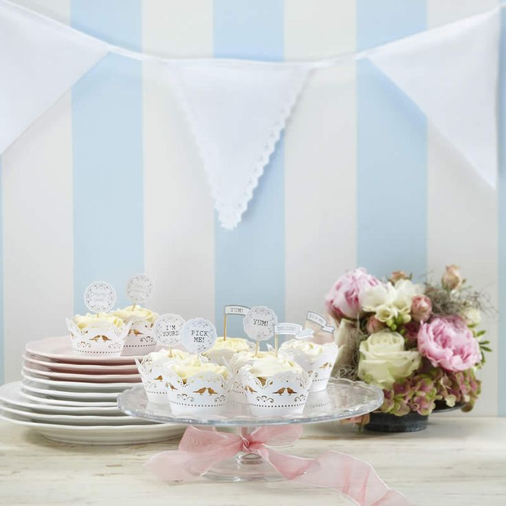 Charming white fabric bunting with alternating plain and laced edge flags, adds a vintage flair to any wedding or event. Ready to use, this bunting stretches 3.5 meters.