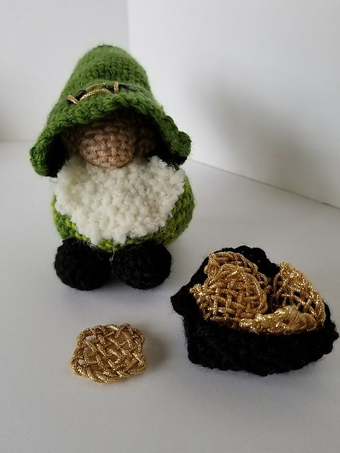 Ravelry: TexasGabi's TURTLE Hexagon Pin Loom: The Little Irish Gnome