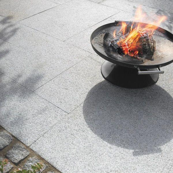 Stoneflair By Bradstone Natural Granite Paving Silver Grey 600 X 600 Garten Gartenterrase Gartenideen Gart In 2020 Granite Paving Sandstone Paving Natural Granite